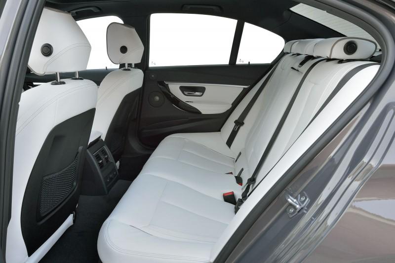 2016 BMW 3 Series Interiors 13