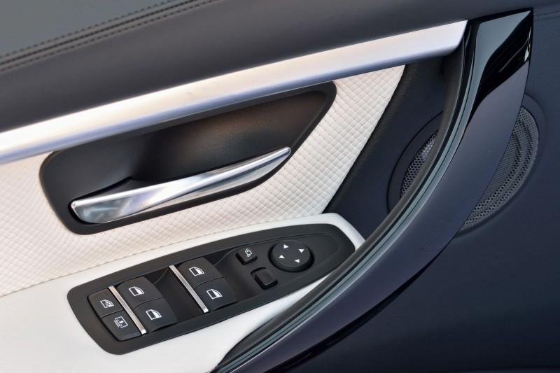 2016 BMW 3 Series Interiors 22