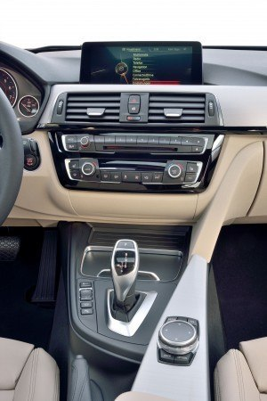 2016 BMW 3 Series Interiors 27