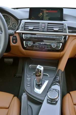 2016 BMW 3 Series Interiors 7