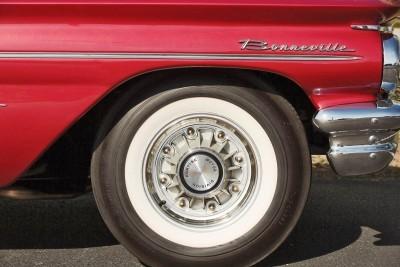 1960 Pontiac Bonneville Sport Coupe 7