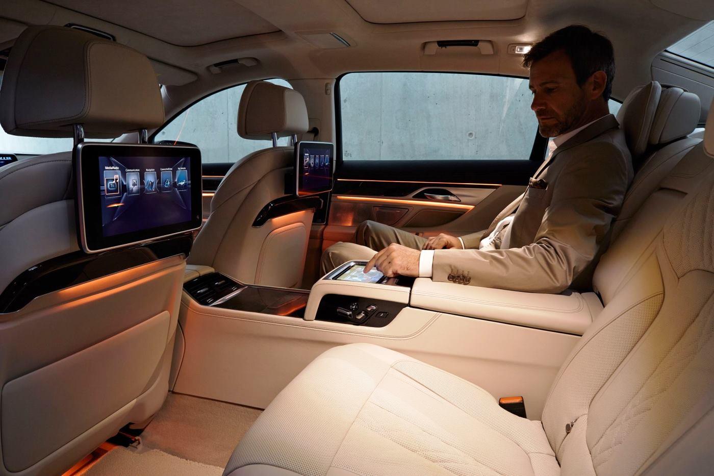 2016 BMW 7 Series Interior Photos 7
