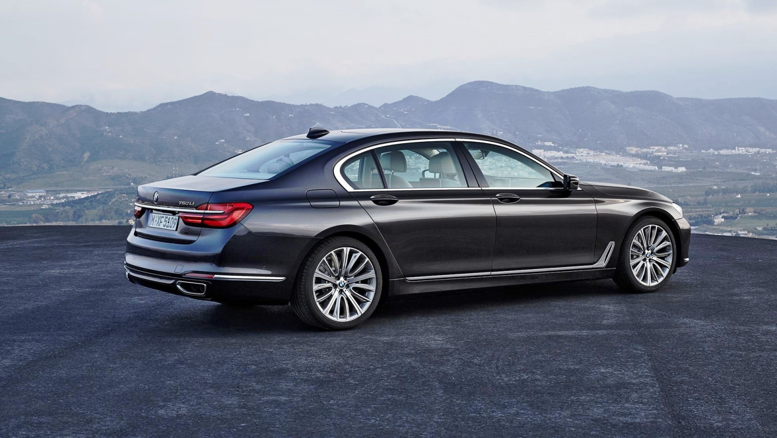 2016 BMW 750 Exterior Photos 14