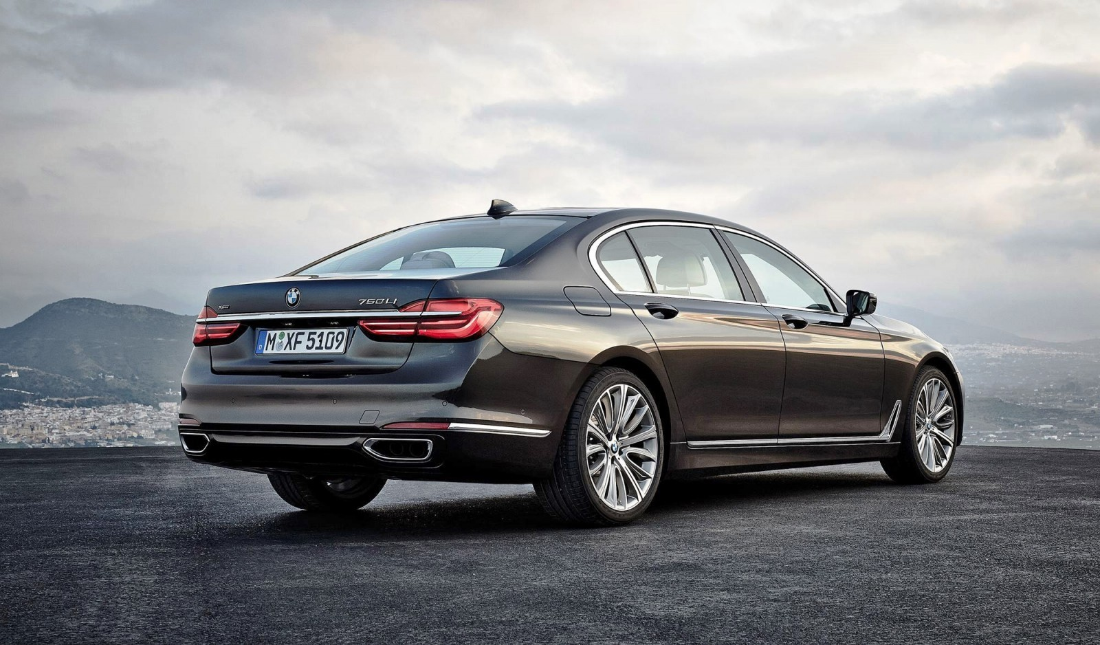 2016 BMW 750 Exterior Photos 16