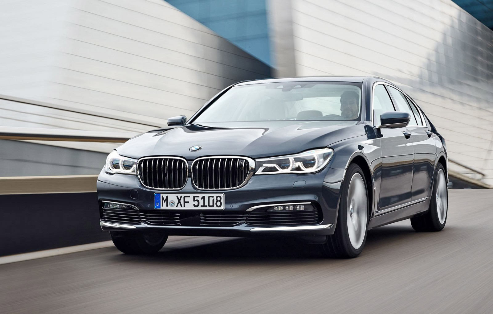 2016 BMW 750 Exterior Photos 2