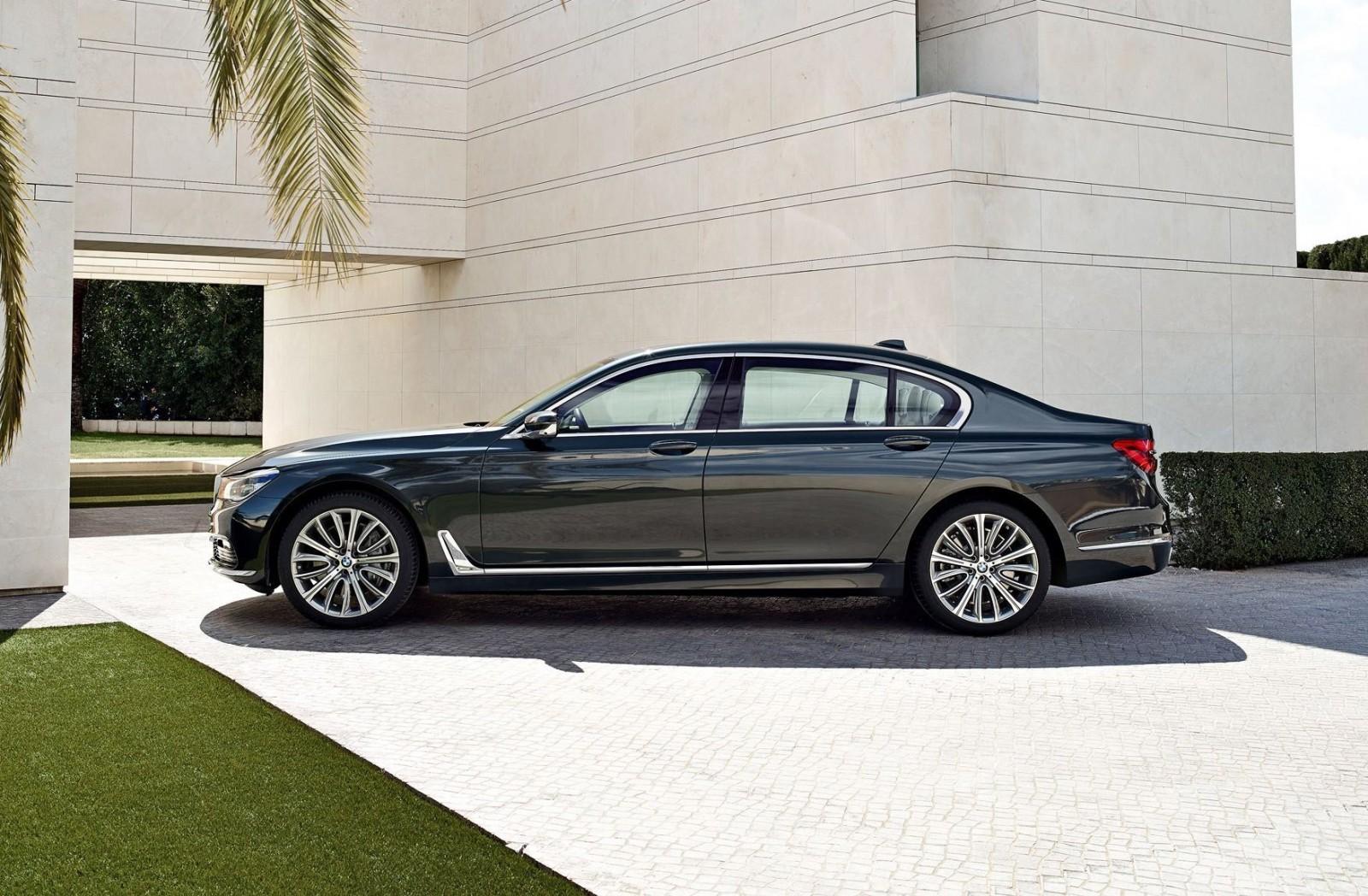 2016 BMW 750 Exterior Photos 24
