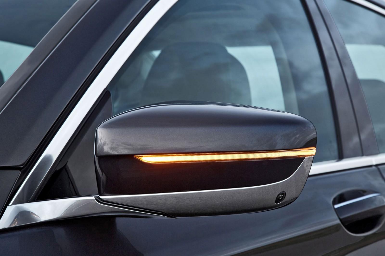 2016 BMW 750 Exterior Photos 27