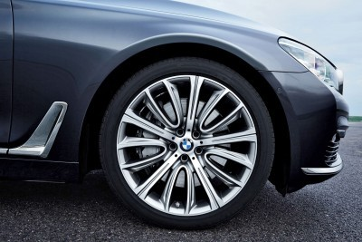2016 BMW 750 Exterior Photos 28