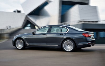 2016 BMW 750 Exterior Photos 3
