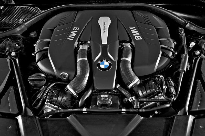 2016 BMW 750 Exterior Photos 32