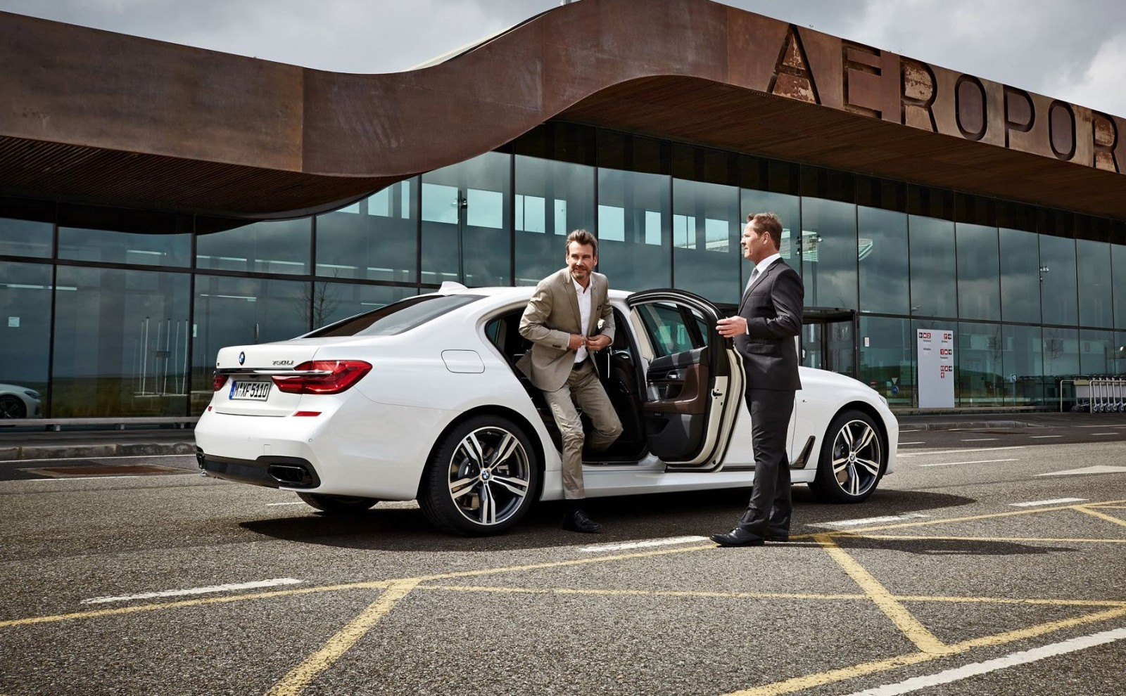2016 BMW 750 Exterior Photos 39