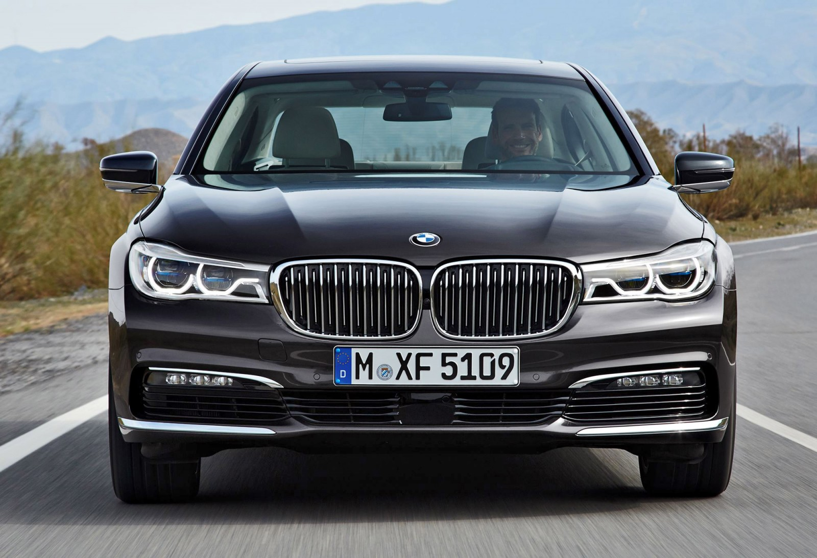 2016 BMW 750 Exterior Photos 6