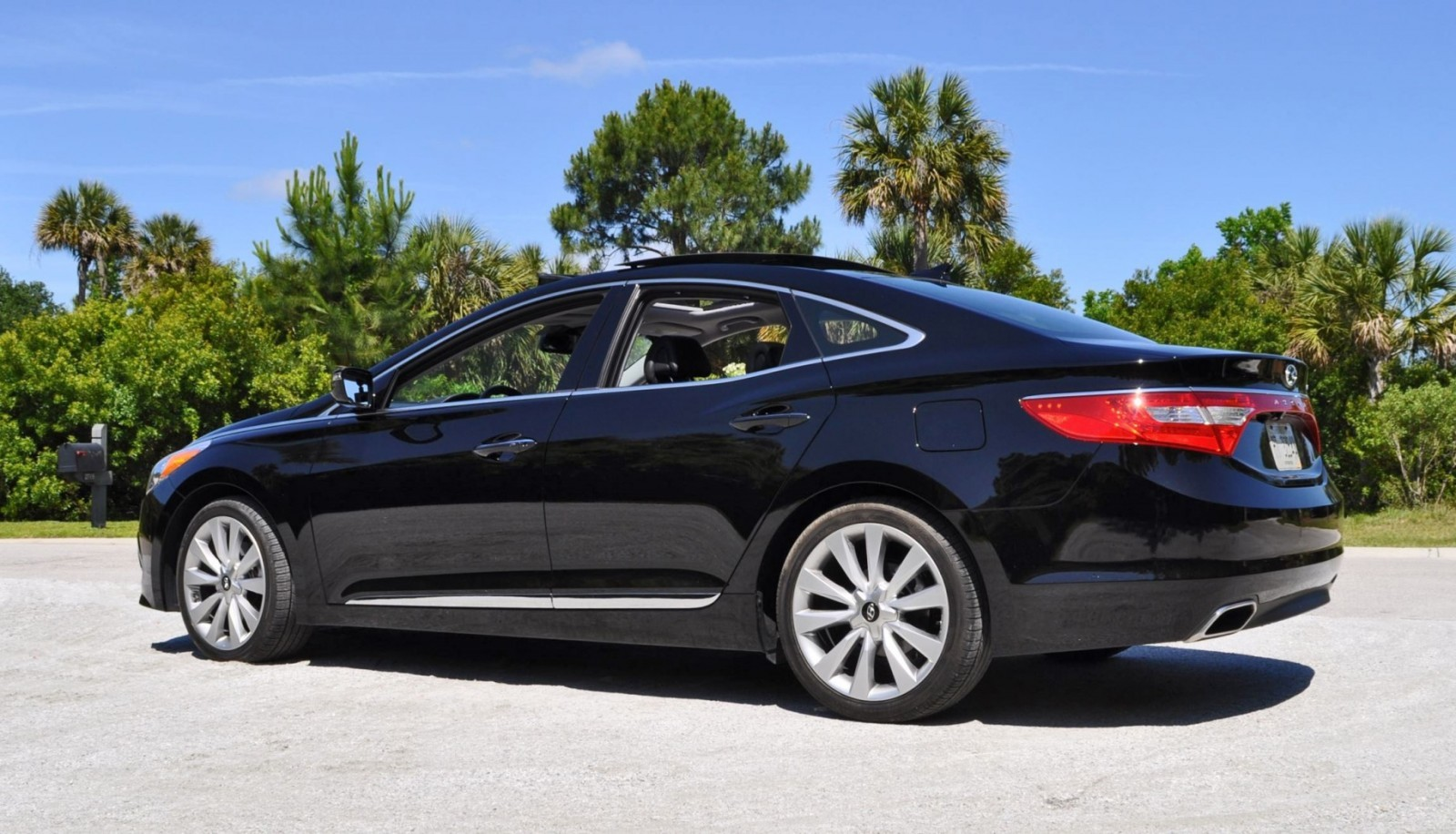 Road Test Review - 2015 Hyundai AZERA Limited 113