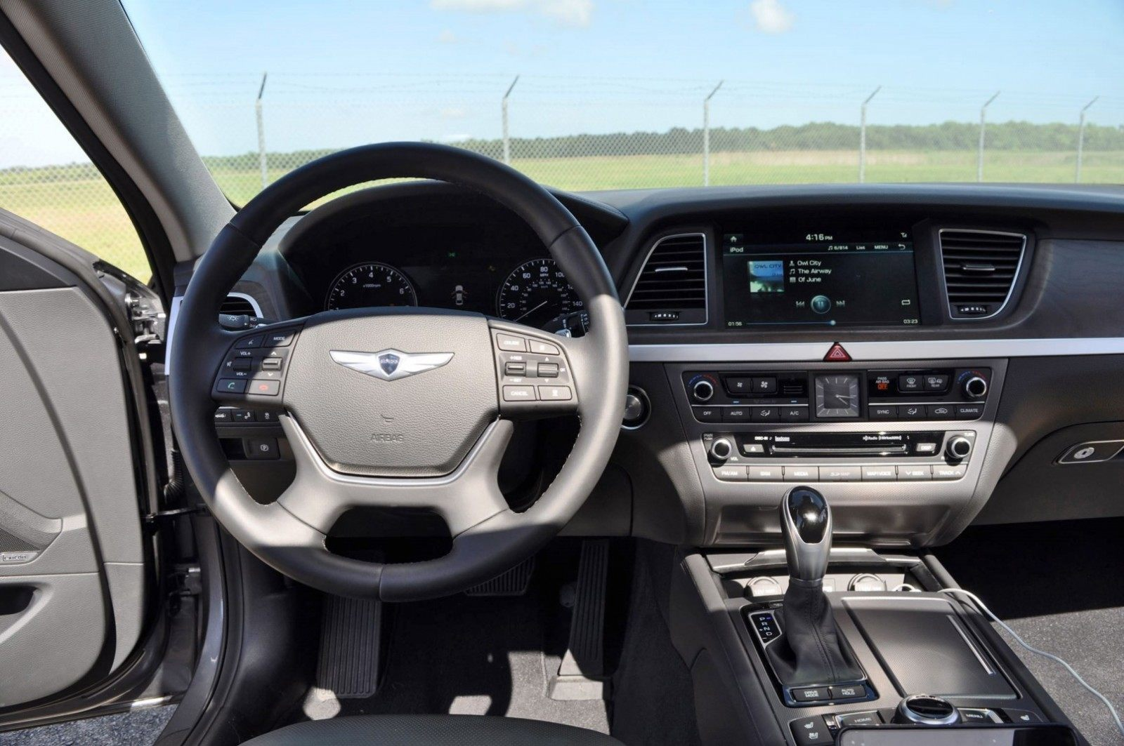 2015 Hyundai Genesis 3 8 Awd Interior Photos 15