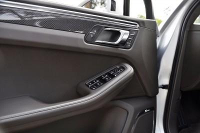 2015 Porsche MACAN TURBO Review Photos 55