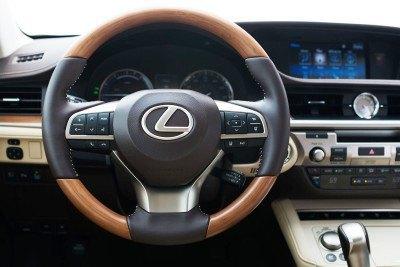 2016_Lexus_ES_300h_015_5D54AB8C582B19E403A2A5F749414B234E8B66BE