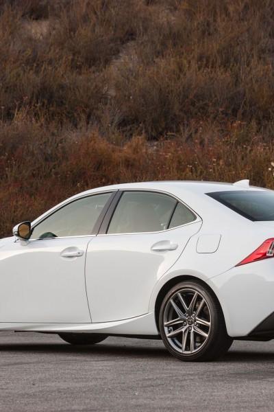 2016_Lexus_IS_300_AWD_F_SPORT_002_5BC76F50D9B9A70837836F67A7007B1B833B66C1