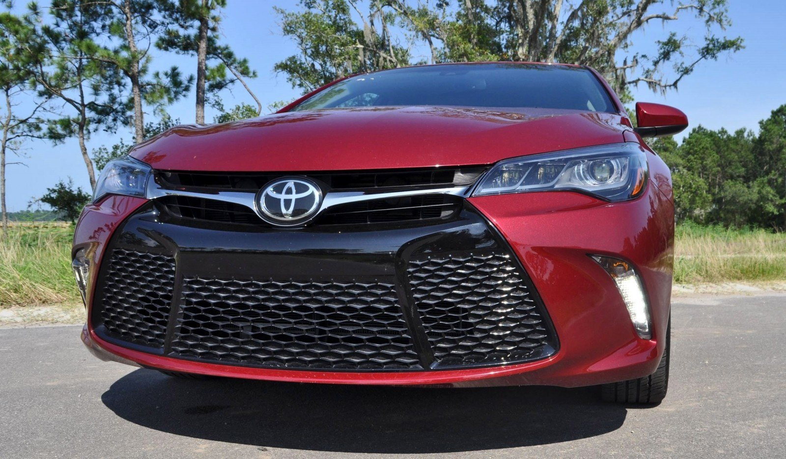 2015 toyota camry xse red 19. Black Bedroom Furniture Sets. Home Design Ideas