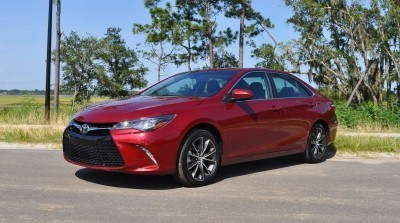 2015 Toyota Camry XSE Red 38