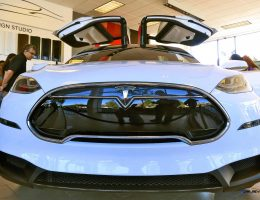 2016 TESLA Model X – Fug EV SUV May Carry $150k Sticker As Gas Falls Below 2 Bucks