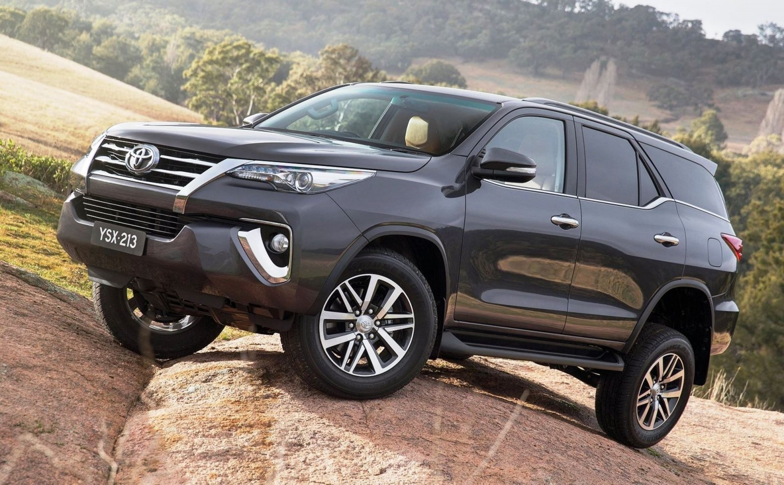 2016 toyota fortuner global suv previews us market 2018. Black Bedroom Furniture Sets. Home Design Ideas