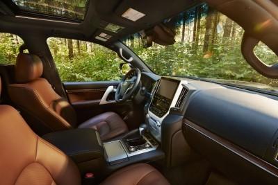 2016_Toyota_Land_Cruiser_09_FF065E5B2D80BC77F8667E42638600657ECCB2E9