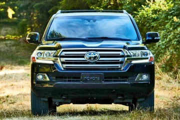 2016 Toyota LAND CRUISER Sports Fresh Design and Big Tech Upgrades