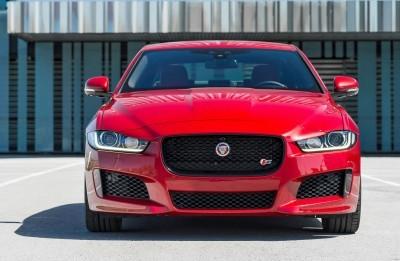 Jaguar_XE_IRR_V6S_103_(108540) copy