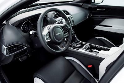 Jaguar_XE_Polaris_V6S_116_(108556)