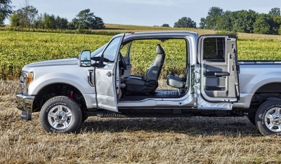 All-new 2017 Ford F-Series Super Duty SuperCab and Crew Cab offers reverse-opening side doors that open up to 170 degrees for improved loading of cargo into the truck, plus a fully flat floor behind the front seats that makes it easy to load large items