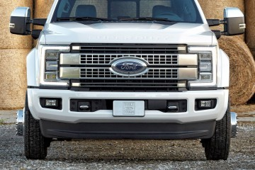 17FordF450Platinum_3097_HR-crop
