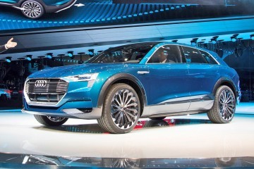 Update1 with 25 New Photos - 2015 Audi E-Tron Quattro Concept is Sexy but Pointless EV SUV