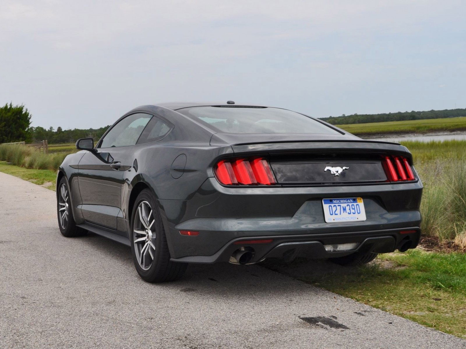 2015 ford mustang ecoboost automatic review 87. Black Bedroom Furniture Sets. Home Design Ideas