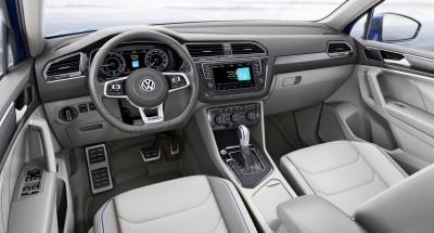 2015 Volkswagen TIGUAN GTE Concept 24