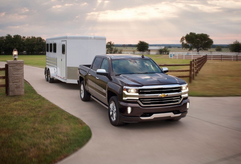 2016-Chevrolet-Silverado-High-Country-with-trailer-003