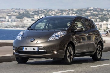 2016 Nissan LEAF Scores Big EV Range Bump With New Li-ion Battery and Touchscreens