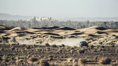 Carlos Sainz performs during the Peugeot test in Erfoud, Morocco, on September 15th, 2015 // Flavien Duhamel/Red Bull Content Pool // P-20150921-00465 // Usage for editorial use only // Please go to www.redbullcontentpool.com for further information. //