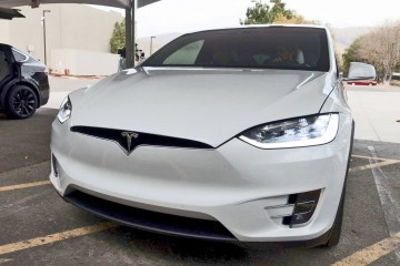 2016-Tesla-Model-X-Production-SuperSUV-21
