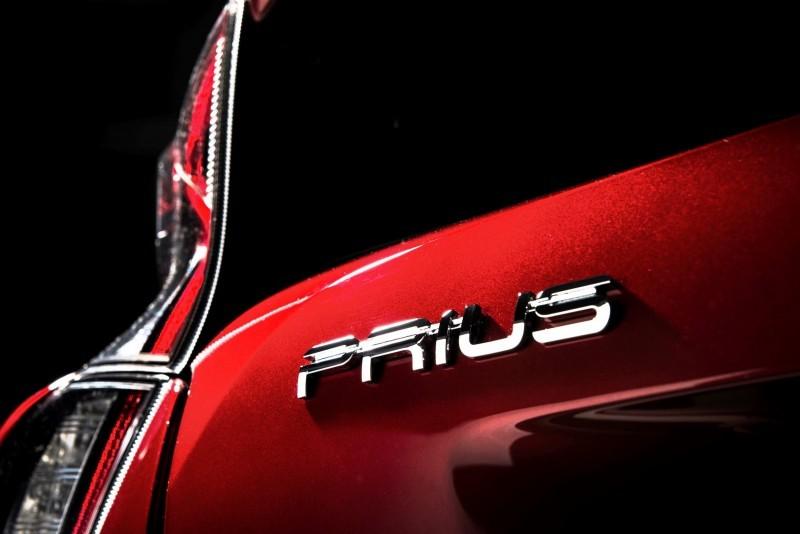 2016 Toyota PRIUS 26