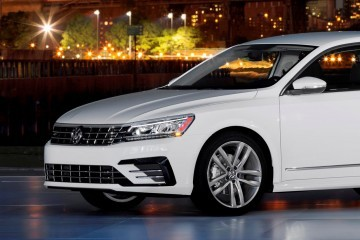 2016 Volkswagen Passat USA Shows Boss New R-Line, Tech Updates at NYC Reveal