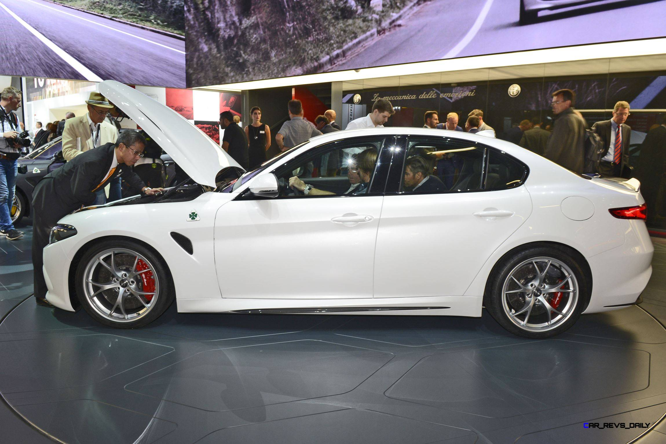 2017 alfa romeo giulia quadrifoglio 13. Black Bedroom Furniture Sets. Home Design Ideas