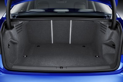 Luggage compartment, Colour: in crystal effect paint finish Ara Blue