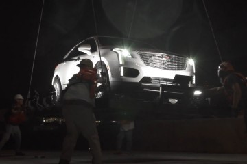 2017 Cadillac XT5 in NY Fashion Week Fly-By! First Photos of SRX Crossover Replacement