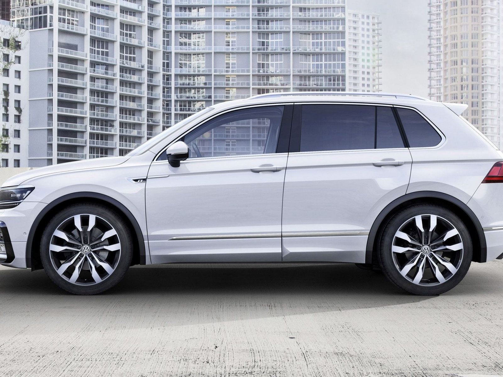 2017 volkswagen tiguan r line 7. Black Bedroom Furniture Sets. Home Design Ideas