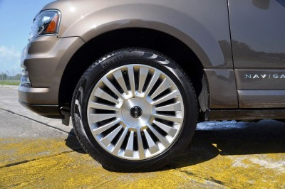 HD Road Test Review - 2015 Lincoln NAVIGATOR 4x4 Reserve 107