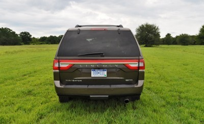 HD Road Test Review - 2015 Lincoln NAVIGATOR 4x4 Reserve 39