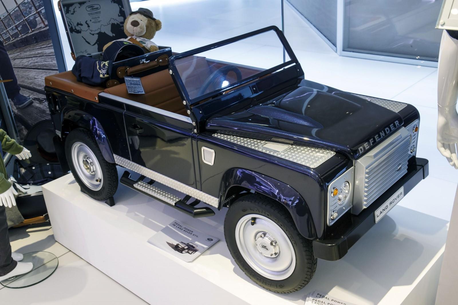 http://www.car-revs-daily.com/wp-content/uploads/2015/09/Jaguar-Land-Rover-2015-Frankfurt-IAA-Mega-Gallery-112-1600x1066.jpg