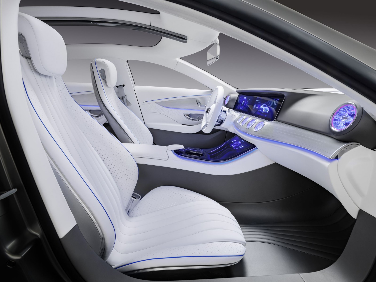 2015 mercedes benz concept iaa for Mercedes benz interieur