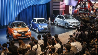 World premiere for the Mercedes-Benz Vision Tokyo – Japanese premieres for the GLE and smart: Kintaro Ueno, CEO of Mercedes-Benz Japan presenting the new smart fortwo and the Mercedes-Benz GLE.