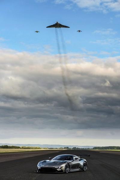 2016 Aston Martin VULCAN meets Avro VULCAN Bomber 8